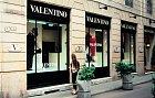 Zákaznicemi vyhlášeného návrháře Valentina byly třeba herečka Elizabeth Taylor, první dáma USA Jacqueline Kennedy avsoučasnosti nejvlivnější celebrita Oprah Winfrey. Vroce 2008 samotný návrhář (81) ukončil kariéru, oobchod však značka nouzi nemá.