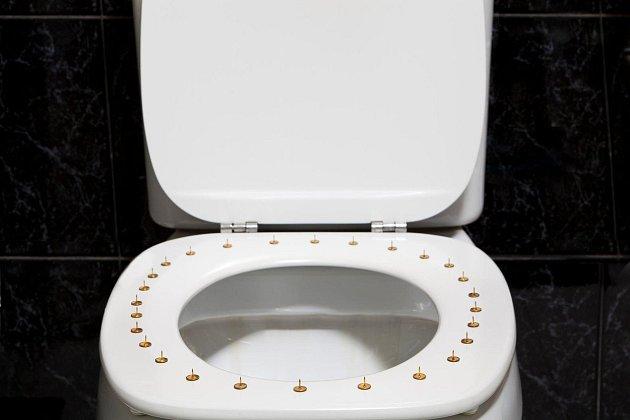 Každá návštěva toalety je přímo tortura.
