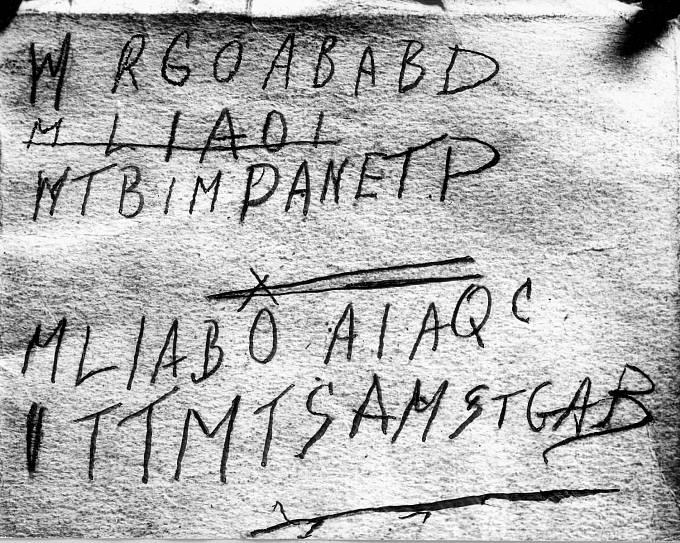 Šifra na sbírce perských veršů. Nevíte, co znamená?