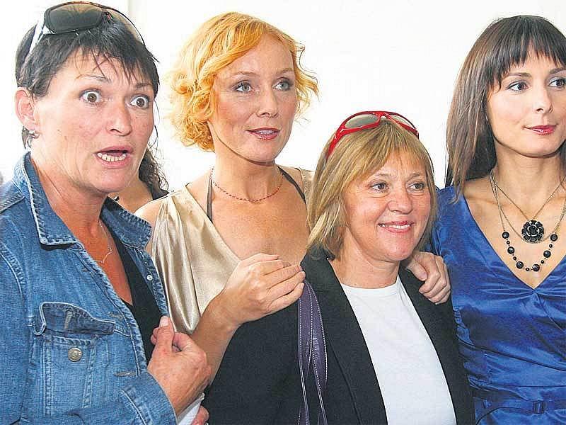 Na první klapce natáčení Velmi křehkých vztahů se sešly Valérie Zawadská, Petra Špindlerová, Lenka Termerová a Zdeňka Žádníková- Volencová.