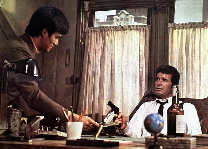 Vefilmu Sestřička (1969) sJamesem Garnerem, který hrál detektiva Phila Marlowa.