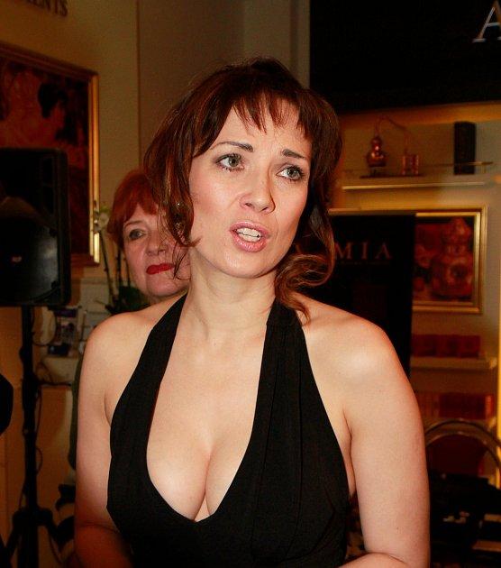 Kostková má opravdu nádherná ňadra.
