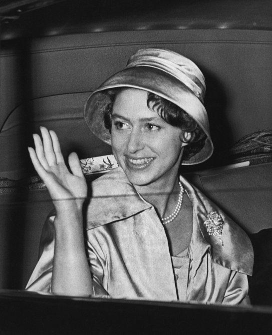 Když jí bylo třiadvacet let, zamilovala se dopříslušníka královského letectva RAF Petera Townsenda.