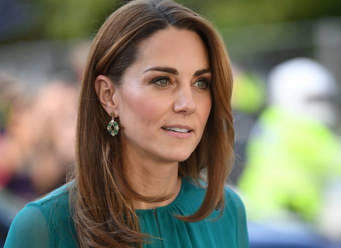 Objevily se totiž zprávy, že Kate Middleton je těhotná se svým čtvrtým potomkem! Vévodkyně z Cambridge ale zatím nechce nic zakřiknout a zprávu se snaží tajit.