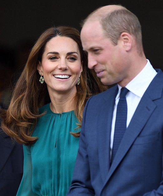 V dokumentu William and Kate: The Journey se expertka na královskou rodinu Ashley Pearson podělila, že jakmile se Kate Middleton stala vévodkyní z Cambridge, dva zaměstnanci - hospodyně a zahradník - podali výpověď.