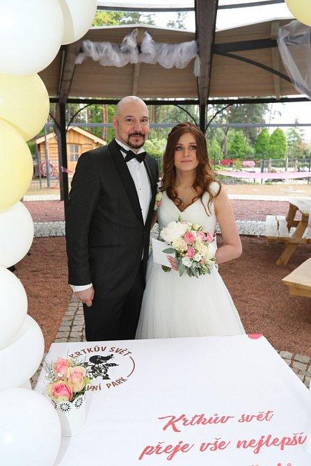 Svatba proběhla v areálu Krtečkova světa.