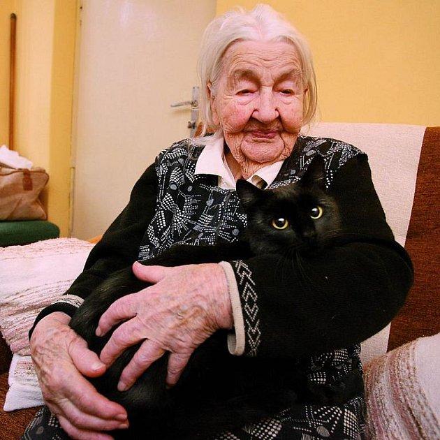 Marie Fišerová má doma dvě kočky a také černého kocoura, kterému říká Černoušek.