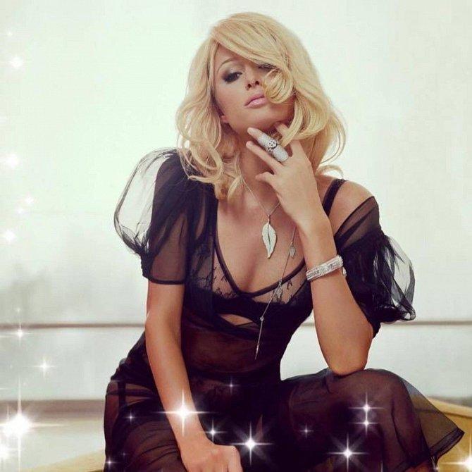 Paris Hilton ráda utrácí za luxusní oblečení.