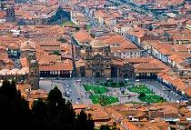 Pevnost leží doslova zahumny města Cuzco.