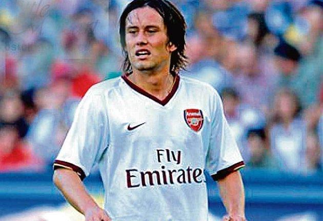Rosického Arsenal by byl pro oba pražské kluby dost drsnou variantou.
