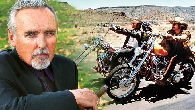 Dennis Hopper se proslavil filmem Bezstarostná jízda a také hodně divokým životem.