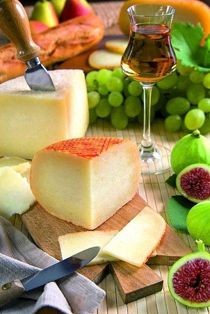 Ovčí sýr pecorino patří mezi místní speciality. Výborný je zejména kvínu.