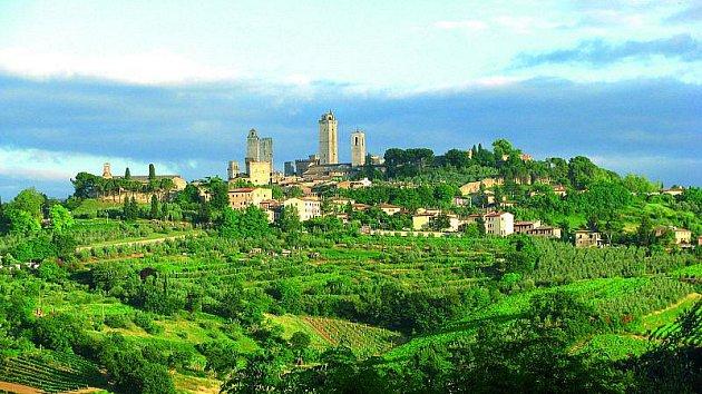 San Gimignano tvoří se svými věžemi neopakovatelné panorama.