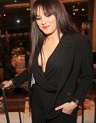 Ewa Farna si oblékla odvážný overal.
