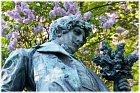 K. H. Mácha byl nadějný básník, který navzdory tomu, že zemřel v necelých 26 letech, má na kontě desítky a desítky děl. Ačkoli nejoslavovanější je Máj, napsal spoustu daleko lepších prací, o kterých se nemluví, mnohdy ani neví. Ale to není zdaleka vše.
