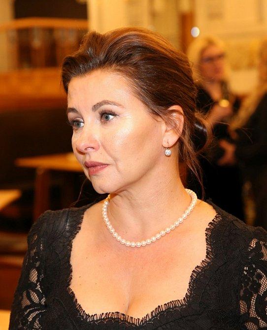 Dana Morávková je v posledních letech nejen oblíbená herečka, ale i návrhářka.