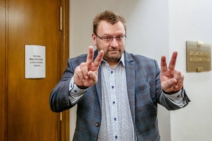 Lubomír Volný odmítá nosit roušky.