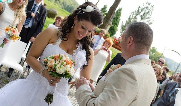 Ester si svatbu s manželem Bohumilem užila...