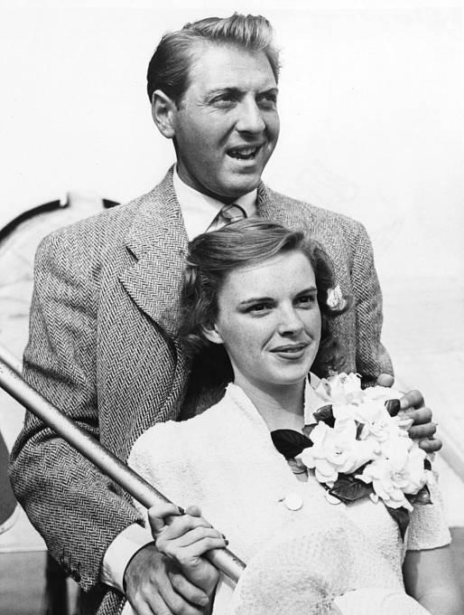 První manžel David Rose byl o12 let starší.