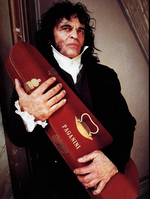 Nasklonku kariéry se vrhl inarežii. Sám sebe obsadil dofilmu Paganini vevíru erotických vášní (1989).