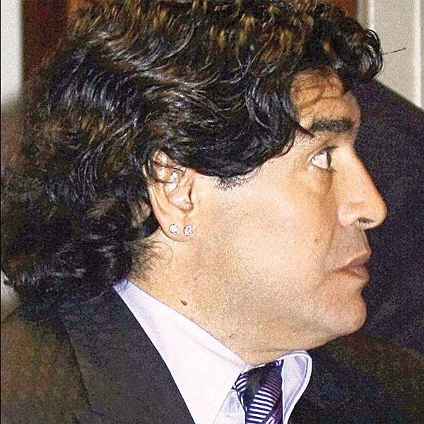 Bude se Maradona na lavičce chovat důstojně, nebo bude dělat opičky?
