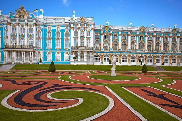 Nádherný Kateřinský palác najdete v Puškinu.