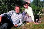Audrey Hepburn sváděl vkomedii Odpolední láska (1957).