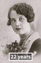 Anna V. ve věku 22 na svatební fotografii.
