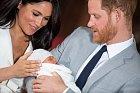 """,,V posledních několika měsících jste si u prince Harryho mohli všimnout velké změny, plešatění razantně zrychlilo. Napomoci tomu mohl především stres z nové role otce a královských povinností, hlavní roli v tom však hrají geny."""""""
