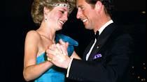 Ještě několik let po svatbě působili manželé šťastným dojmem, pak se ale v jejich vztahu objevily trhliny a princ se vrátil ke své staré lásce Camille.