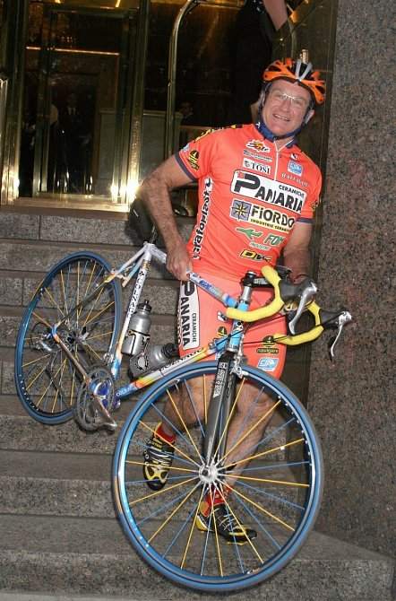 Robin patřil mezi nadšené cyklisty. Nakole jezdil ipoManhattanu.