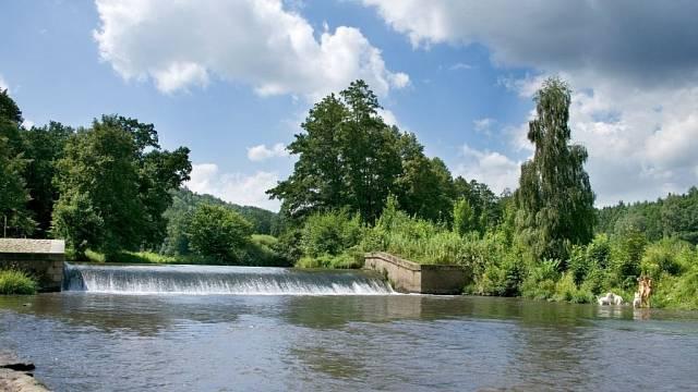 Asi nejvyhledávanějším místem vBabiččině údolí je splav, kde měla Viktorka utopit své dítě. Krásně upravené okolí i samotný tok Úpy přitom nabíjí turisty energií.