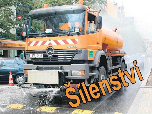 Oranžové vlekoucí se vozy řidiče vytáčejí k nepříčetnosti.