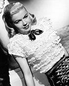 První roli měla vmuzikálu Romance naširém moři (1948).