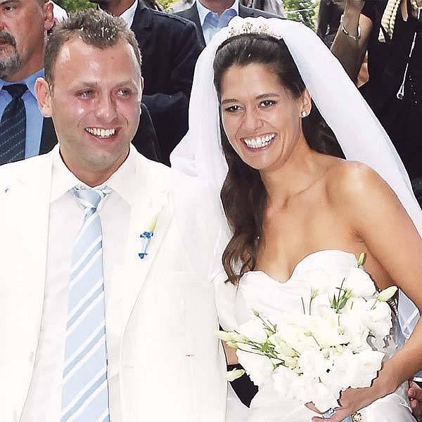 Petra Faltýnová zvolila elegantní bílé šaty, ženich ladil do nejmenšího detailu.