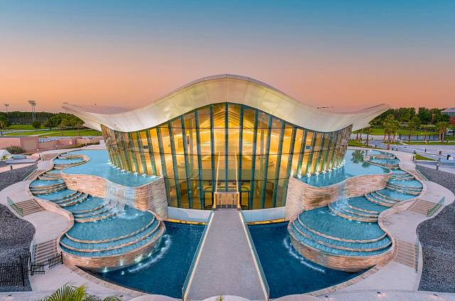 Bazén se nachází v luxusním komplexu vodního světa.