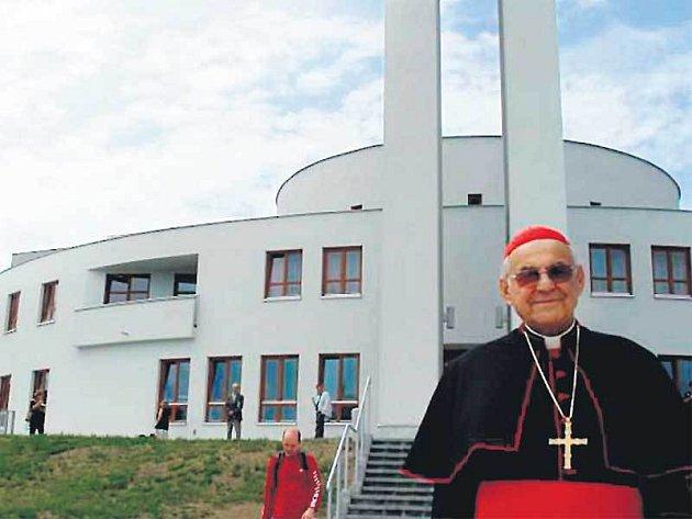 Komunitní centrum Matky Terezy na Jižním Městě nabízí kromě kostela i prostor pro výstavy nebo koncerty.