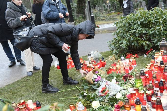 Dominika Gottová navštívila před odletem do Finska otcův hrob.