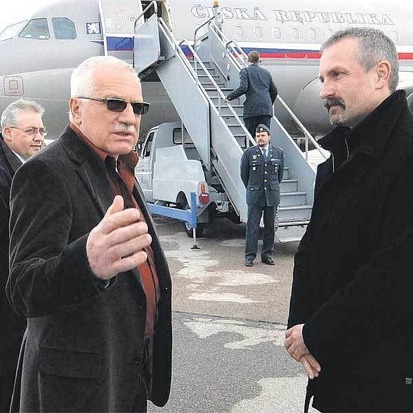 Prezident loni procestoval 43 milionů korun.