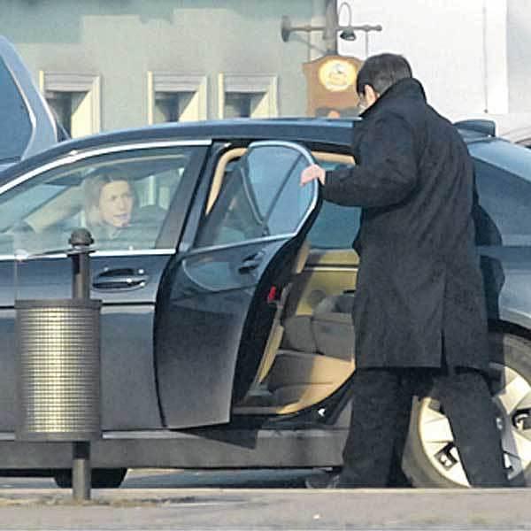 PRAHA - Uhříněves 8.47 - Ladislav Štaidl přistoupil do auta až na náměstí v Uhříněvsi.