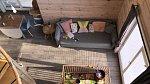 Obývací prostor je z větší části i hrací koutek pro kluky.