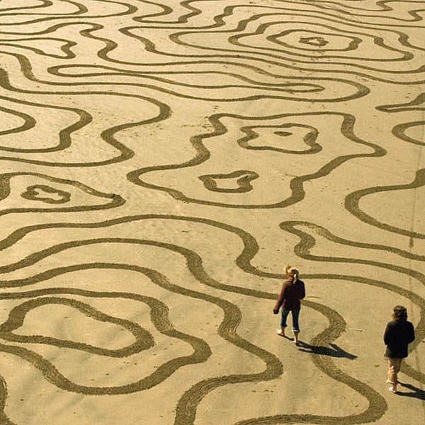 Obrazce na pláži Andrese Amadora