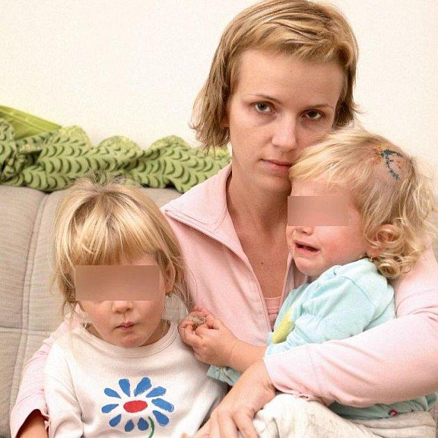 Maminka se stále nemůže z útoku vzpamatovat, její dvě dcery, Markétka a Maruška, se dodnes budí strachy ze spánku.