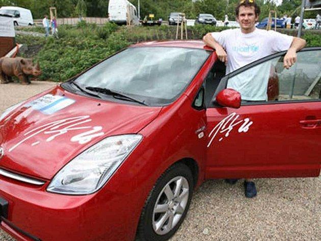 Hybridní Toyota Prius se Eliášovi moc zamlouvala.