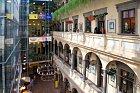 Překrásný Dům pánů z Lipé slouží jako obchodní centrum.