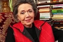Do poslední chvíle dáma, půvabná a elegantní. Jiřina Jirásková ještě v listopadu, když ji navštívili novináři, přivítala je slovy: Dáme si koňak a cigaretu.