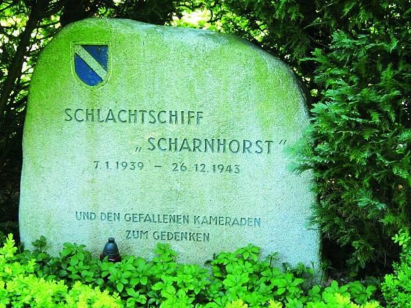 Památník obětem Scharnhorstu na hřbitově v přístavu