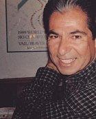 Robert Kardashian zemřel v roce 2003 na rakovinu.