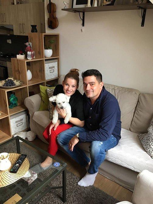 Se snoubencem Sašou se doma moc často nepotkávají přes den jako teď. Pro natáčení to byla výjimka.