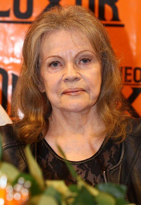 Pilarová byla silná kuřačka a do svých padesáti let kouřila krabičku denně!  Zprvu odmítla ozařování, bála se, že přijde o hlas, nakonec ale přeci jen léčbu dokončila a nad zákeřnou nemocí vyhrála!